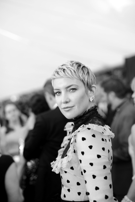 LOS ANGELES, CA - JANUARY 21: (EDITORS NOTE: Image has been shot in black and white. Color version not available.) Actor Kate Hudson attends the 24th Annual Screen Actors Guild Awards at The Shrine Auditorium on January 21, 2018 in Los Angeles, California. 27522_008 (Photo by Charley Gallay/Getty Images for Turner Image) *** Local Caption *** Kate Hudson