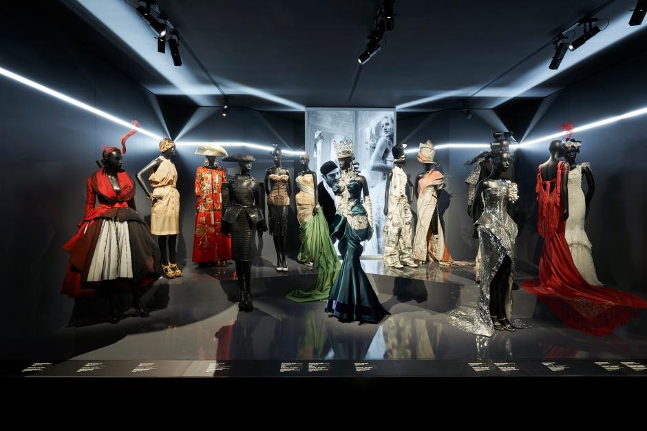 Dior_La_Maison_Dior_Christian_Dior_Couturier_du_Reve_Exhibition_10
