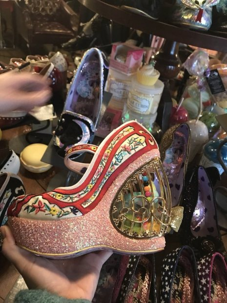 Calzado one of a kind puede ser encontrado en el French Quarter