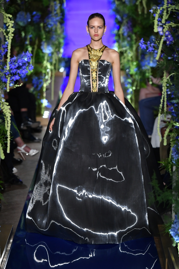 Guo Pei FW17-18 Couture- Look 34