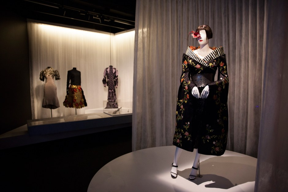 01-isabella-blow-exhibit