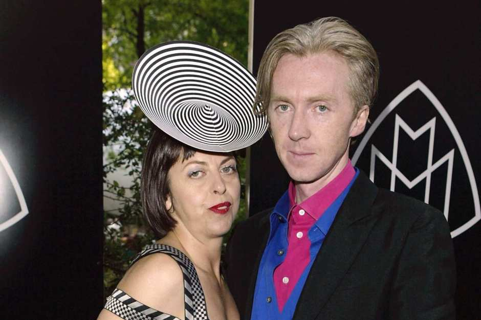 11-isabella-blow-phillip-treacy.w710.h473.2x