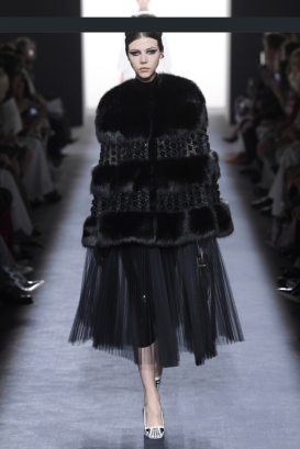 Screenshot_2018-08-27 Fendi Couture Fall 2018