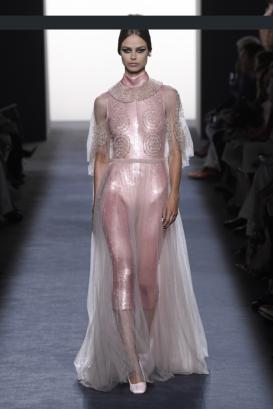 Screenshot_2018-08-27 Fendi Couture Fall 2018(1)