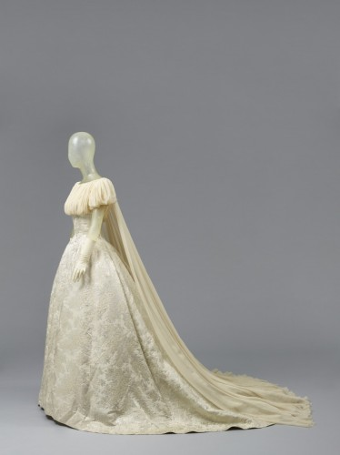 800_image17-pierrebalmainwoman039sweddingdress1959