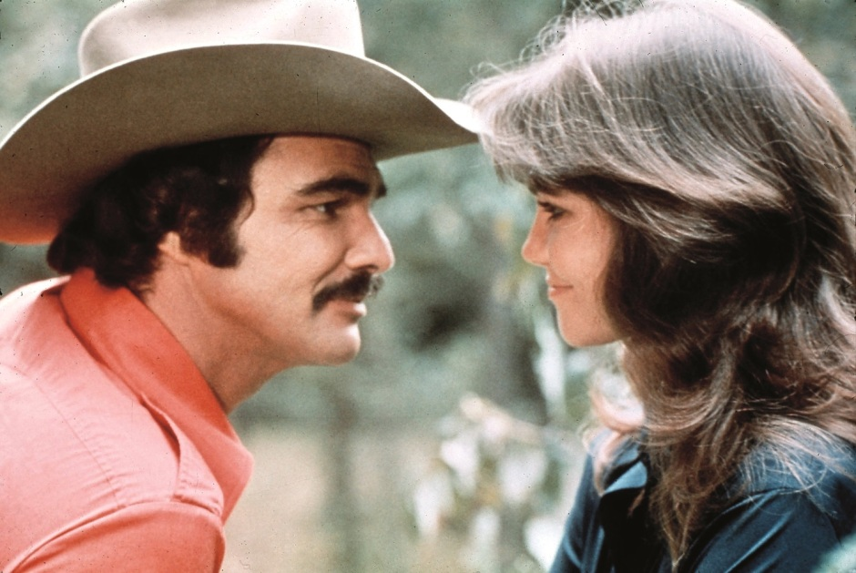 burt-reynolds-with-sally-field-on-set-c-mary-evans-ronald-grant-everett-collection.jpg