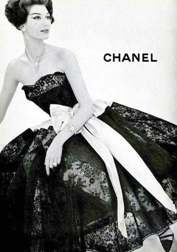 Naty Abascal como modelo top en un anuncio para Chanel