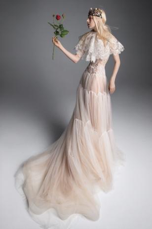 Screenshot_2018-10-18 Vera Wang Bridal_s Fall 2019 Dresses Are Made for Royalty(4)