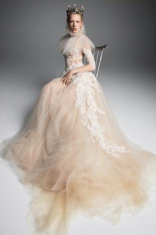 Screenshot_2018-10-18 Vera Wang Bridal_s Fall 2019 Dresses Are Made for Royalty(6)