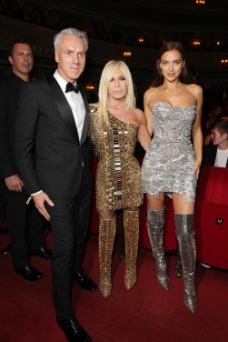 BERLIN, GERMANY - NOVEMBER 08: Tom Junkersdorf, chief editor GQ, Donatella Versace and Irina Shayk are seen during the GQ Men of the Year Award show at Komische Oper on November 8, 2018 in Berlin, Germany. (Photo by Andreas Rentz/Getty Images for GQ Germany) *** Local Caption *** Tom Junkersdorf; Donatella Versace; Irina Shayk
