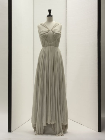 gr__s__robe_du_soir__printemps___t___1952____st__phane_piera_galliera_roger_viollet_86099577_north_545x-1
