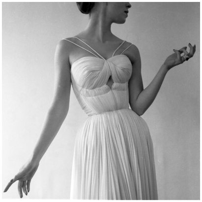 robert-doisneau-c2a0drape-de-gres-paris-1955