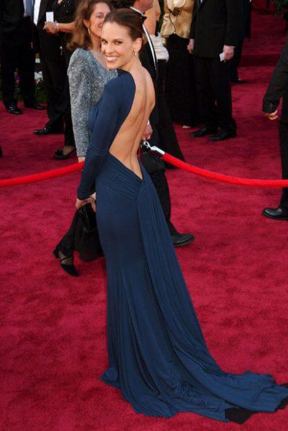 Hilary Swank en un vestido de Guy Laroche