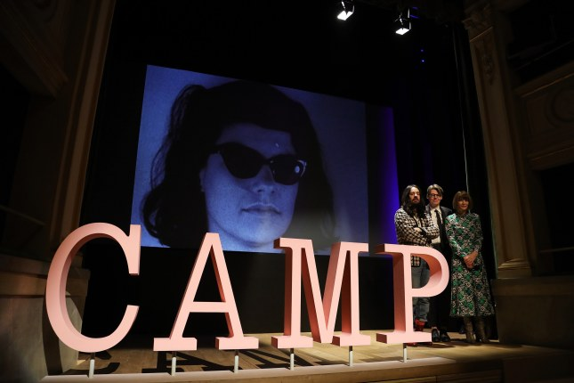 Durante la conferencia de prensa Alessandro Michele, Andrew Bolton y Anna Wintour anunciaron the Met Museum costume institute's spring 2019 exhibition Camp: Notes on Fashion, in Milan. Photograph: Vittorio Zunino Celotto/Getty Images for The Metropolitan Museum of Art