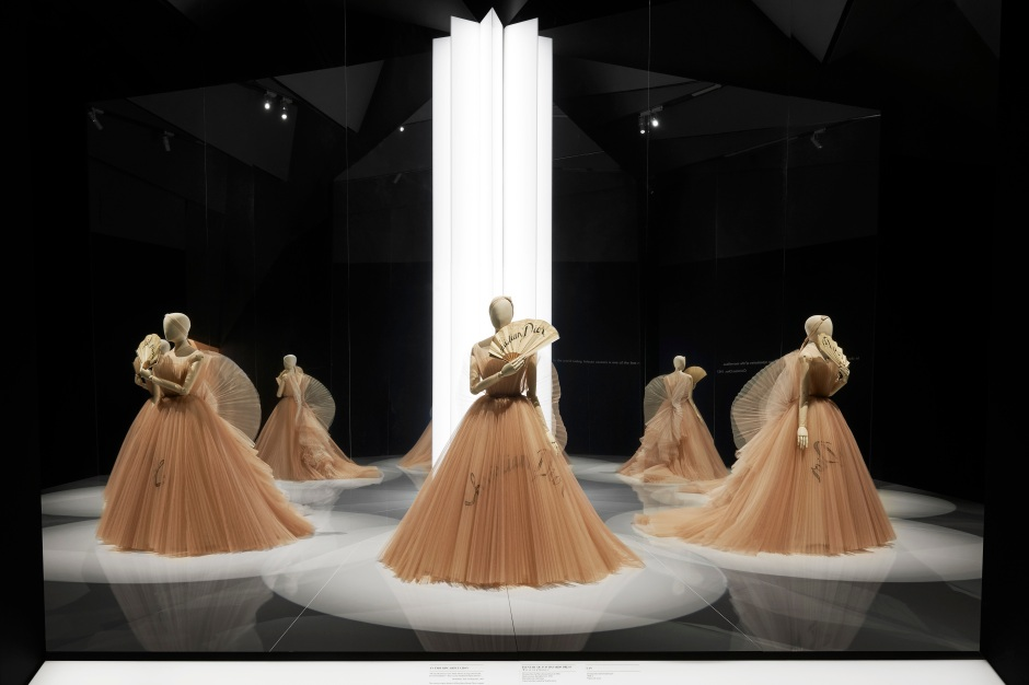 DIOR_V&A_EXHIBITION_SCENOGRAPHY_07