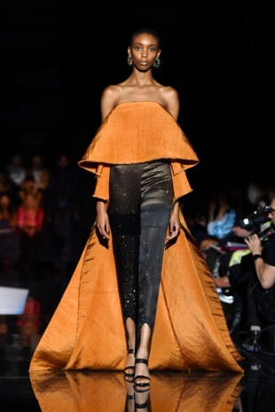 Schiaparelli+Runway+Paris+Fashion+Week+Haute+LSck9v9bul2l