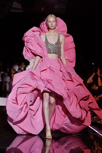 Schiaparelli+Runway+Paris+Fashion+Week+Haute+PZvnEvbaFpjl
