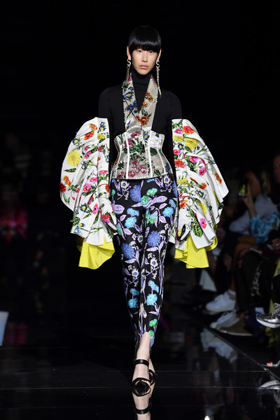 Schiaparelli+Runway+Paris+Fashion+Week+Haute+S7aZv6XFGOXl