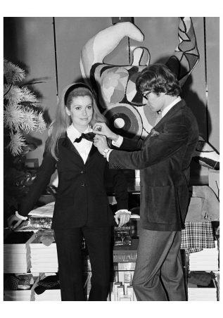 Yves-Saint-Laurent-and-Catherine-Deneuve-1966-Ysl-1280x1827