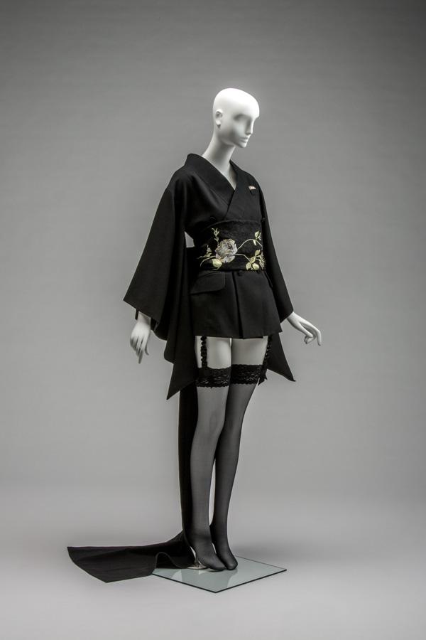 AC9119_C-The-Kyoto-Costume-Institute-photo-by-Takashi-Hatakeyama