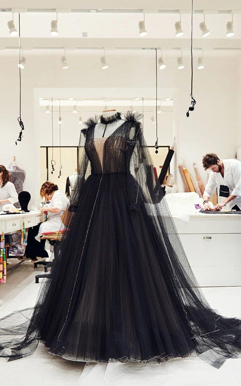 Black-gown_trans_NvBQzQNjv4Bqs46RRR_iZggMNT5UsqpNYfwxqoGSclDNgMMen3jJG40