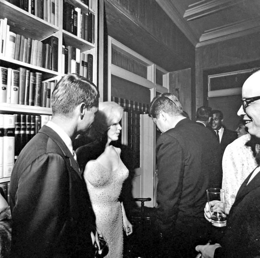 JFK-Marilyn-Monroe-900x893
