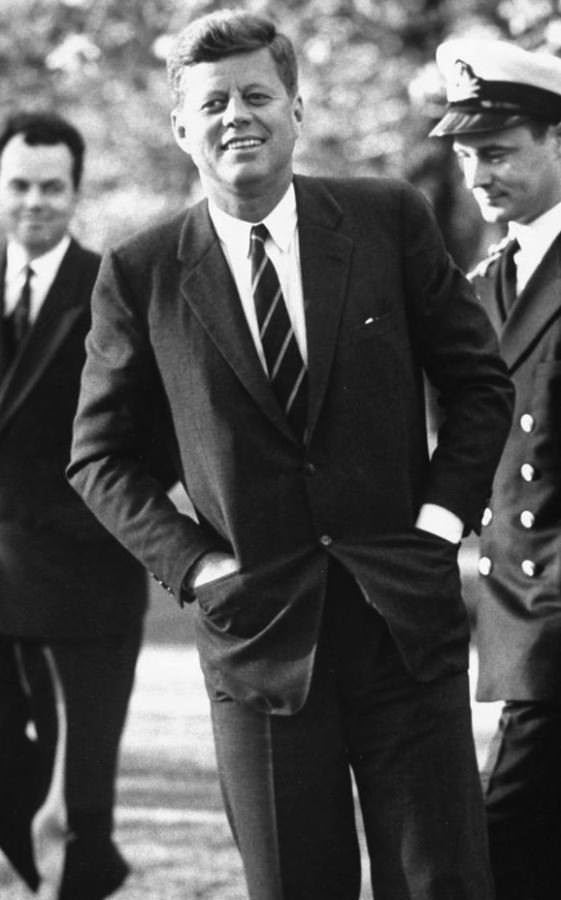 John-F-Kennedy-in-a-SB-suit-paired-with-a-stripe-tie-561x900
