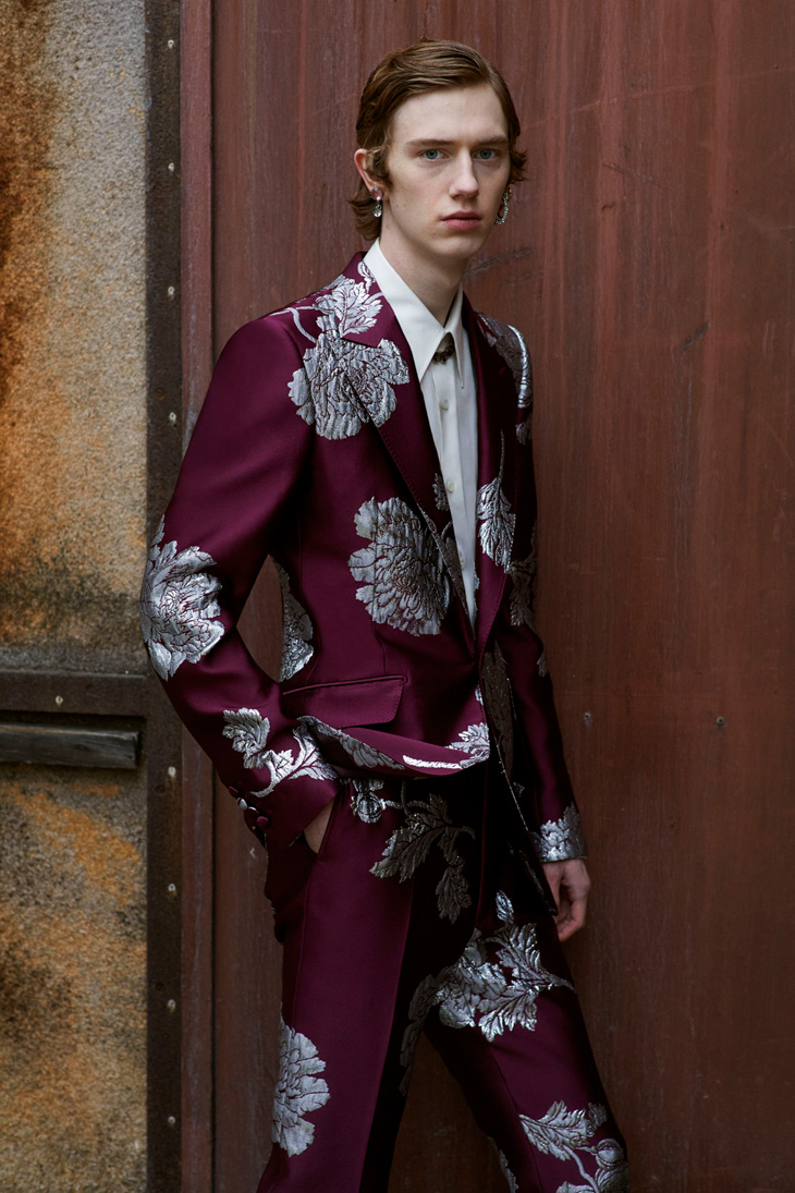 Alexander-McQueen-Fall-Winter-2019-Collection-11-Photographer-Ethan-James-Green