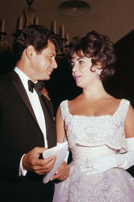 hbz-best-oscars-dresses-1960-elizabeth-taylor