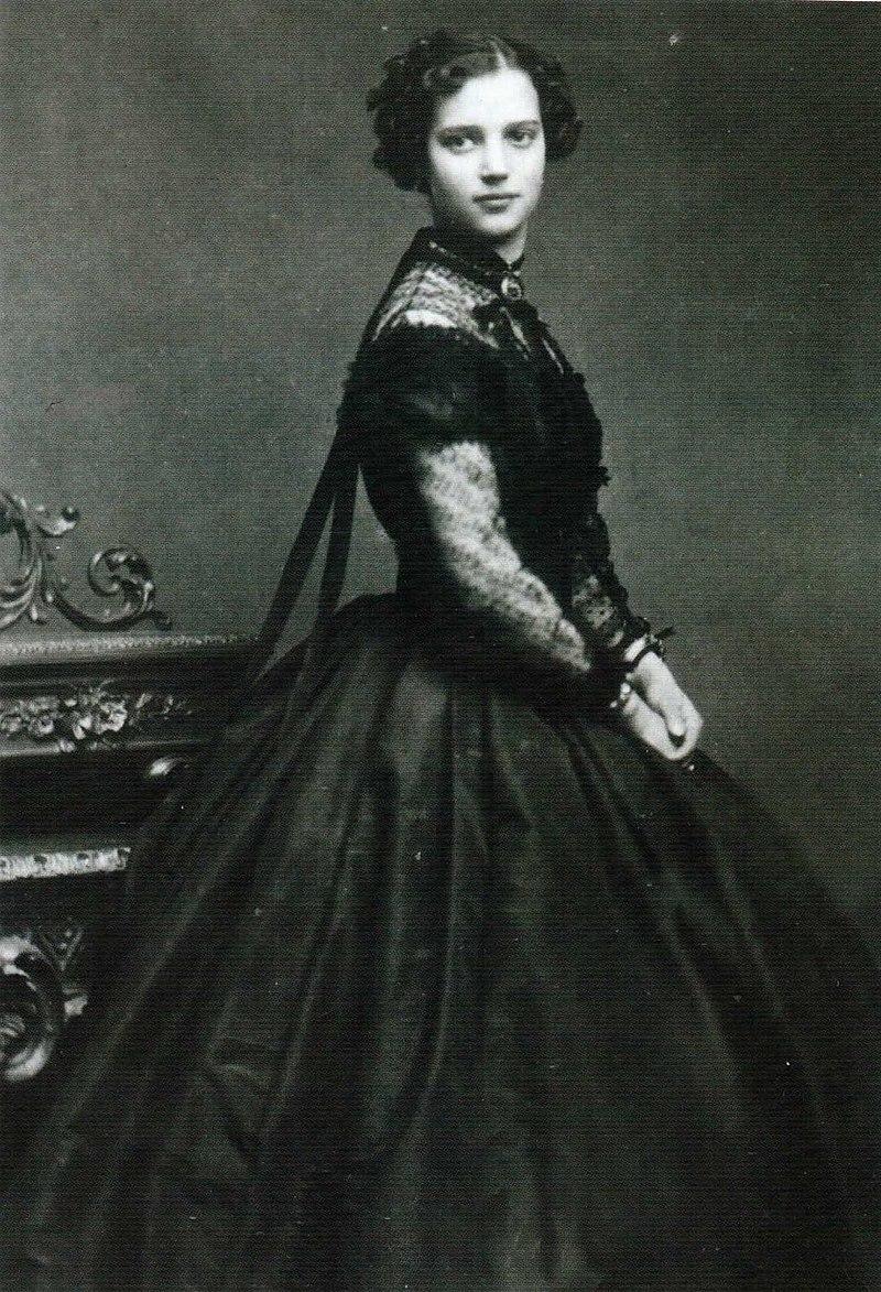 800px-Dagmar_of_Denmark_10._1865