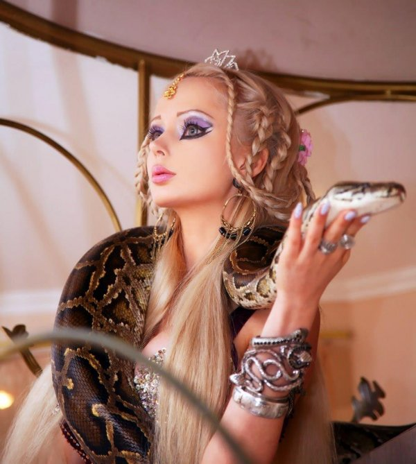 living-barbie-doll-valeria-lukyanova-featured-documentary-film-my-life-online-space-barbie